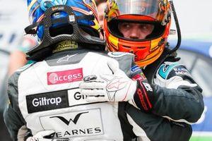 Simon Evans, Team Asia New Zealand, hugs Bryan Sellers, Rahal Letterman Lanigan Racing