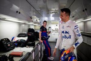 Alex Albon, Scuderia Toro Rosso in the motorhome