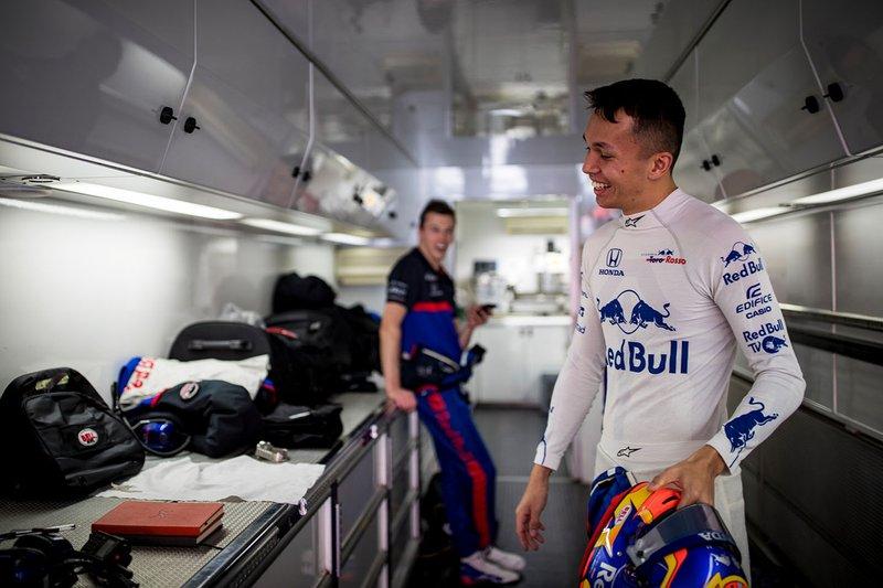 Alex Albon, Scuderia Toro Rosso dans le motorhome