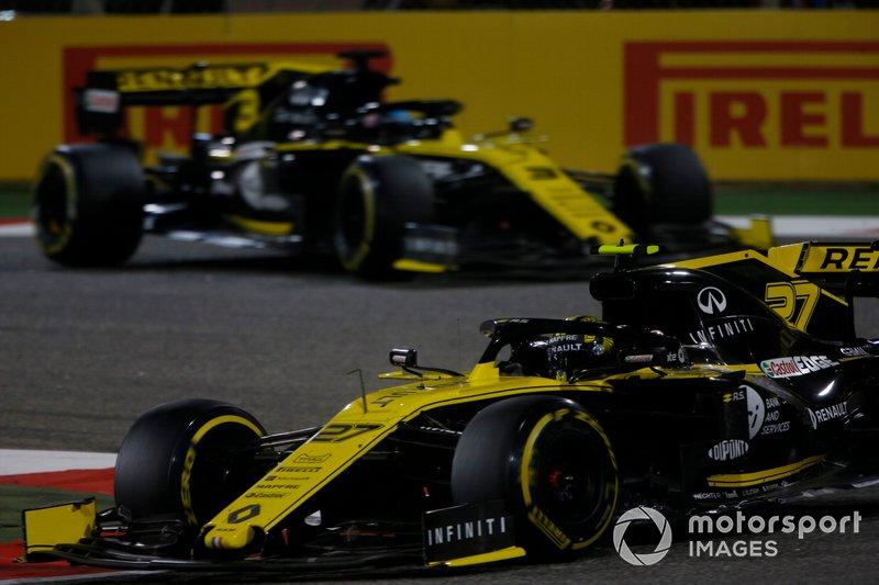 Nico Hulkenberg, Renault R.S. 19, precede Daniel Ricciardo, Renault R.S.19