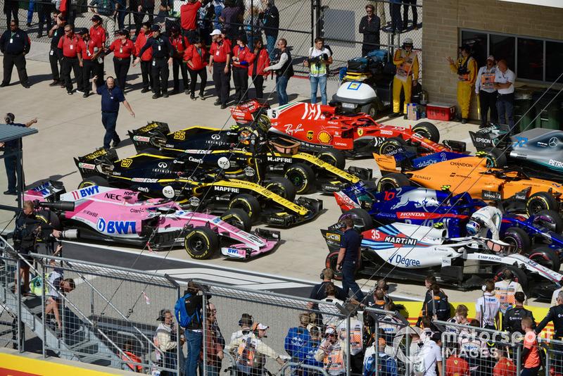 Nico Hulkenberg, Renault Sport F1 Team and Sergey Sirotkin, Williams Racing in parc ferme