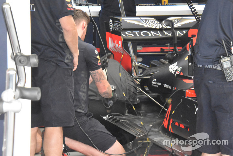 Red Bull Racing RB14 side detail