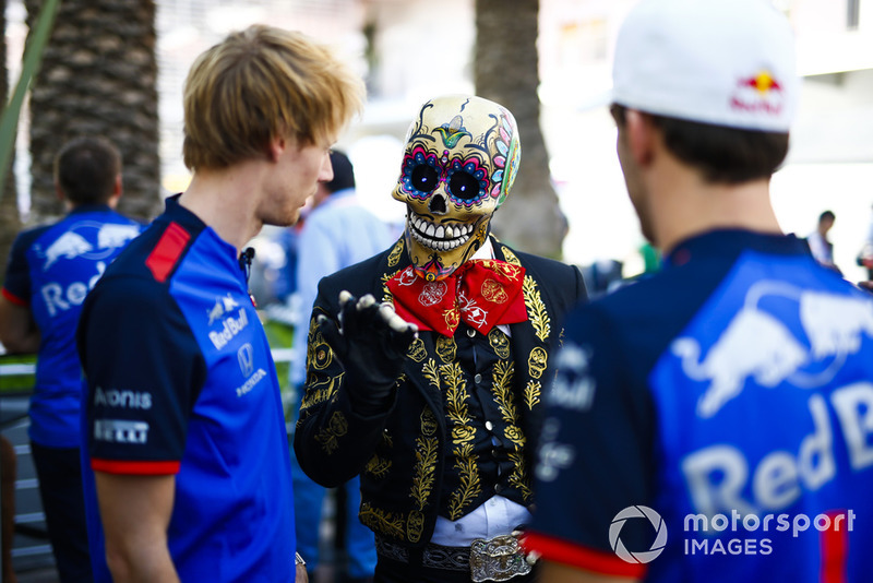 Pierre Gasly, Toro Rosso, and Brendon Hartley, Toro Rosso, meets a skeleton