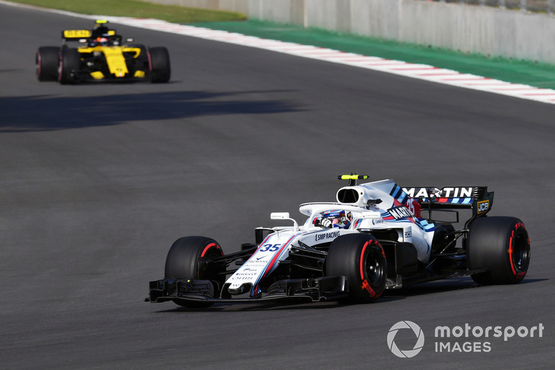 Sergey Sirotkin, Williams FW41 y Carlos Sainz Jr., Renault Sport F1 Team R.S. 18
