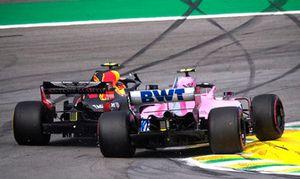 Le leader Max Verstappen, Red Bull Racing RB14 percute Esteban Ocon, Racing Point Force India VJM11