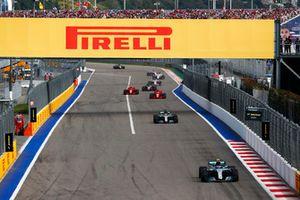 Valtteri Bottas, Mercedes AMG F1 W09, leads Lewis Hamilton, Mercedes AMG F1 W09, Sebastian Vettel, Ferrari SF71H, Kimi Raikkonen, Ferrari SF71H, Kevin Magnussen, Haas F1 Team VF-18, and Esteban Ocon, Racing Point Force India VJM11