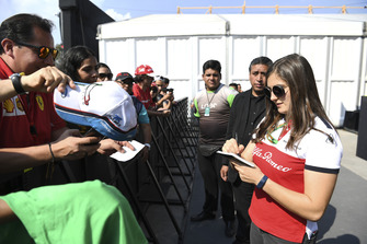 Tatiana Calderon, Alfa Romeo Sauber F1 Team Test Driver signs autographs for the fans