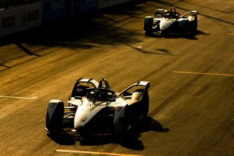 Jose Maria Lopez, GEOX Dragon Racing, Penske EV-3 precede Mitch Evans, Panasonic Jaguar Racing, Jaguar I-Type 3