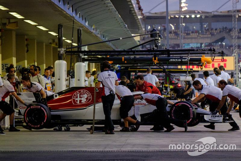 Marcus Ericsson, Sauber Ferrari pit stop