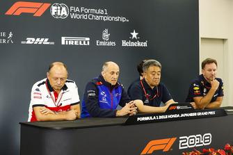 Frederic Vasseur, Director del equipo, Sauber, Franz Tost, Director del equipo, Scuderia Toro Rosso, Masashi Yamamoto, Director general, Honda Motorsport, y Christian Horner, Director del equipo, Red Bull Racing, en la Conferencia de prensa de directores de equipo
