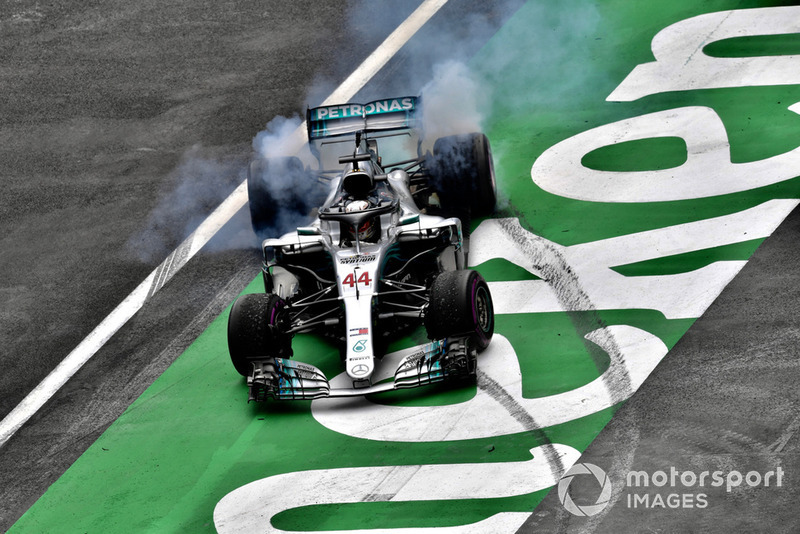 Lewis Hamilton, Mercedes-AMG F1 W09 EQ Power+ celebrates with donuts