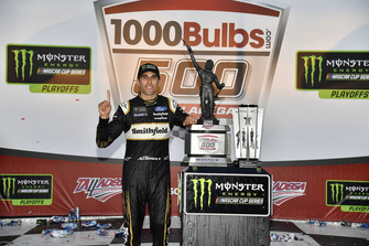 Race winner Aric Almirola, Stewart-Haas Racing, Ford Fusion Smithfield Bacon for Life