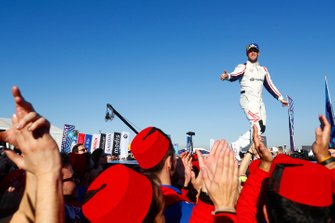 Robin Frijns, Envision Virgin Racing, 2nd position, celebrates in Parc Ferme