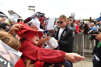 Valtteri Bottas, Mercedes AMG F1 met de fans