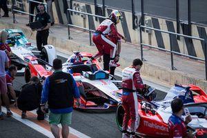 Pascal Wehrlein, Mahindra Racing, M5 Electro descend de sa monoplace