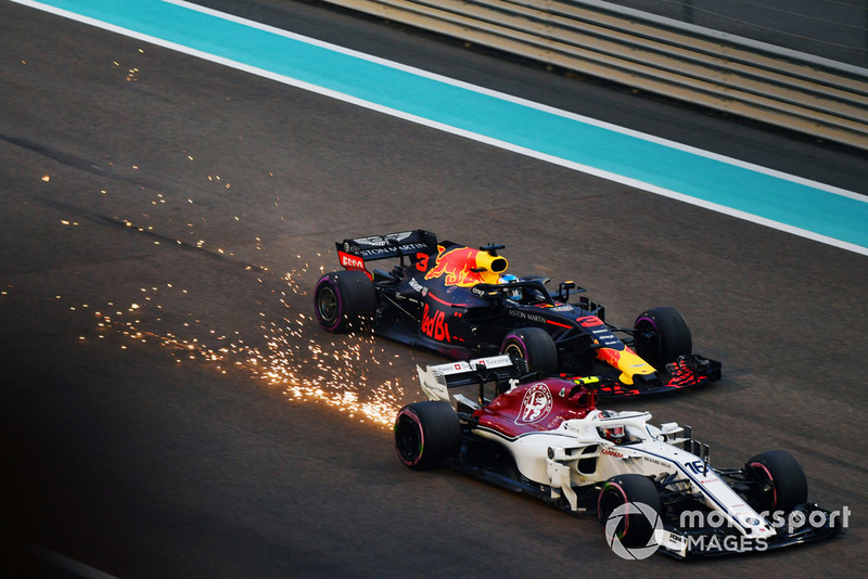 Charles Leclerc, Sauber C37 and Daniel Ricciardo, Red Bull Racing RB14 battle