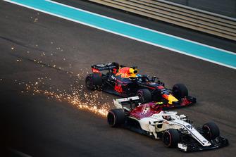 Charles Leclerc, Sauber C37 and Daniel Ricciardo, Red Bull Racing RB14 battle