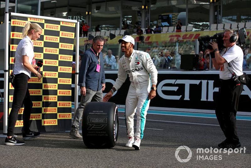 Lewis Hamilton, Mercedes AMG F1 recibe el Premio Pirelli Pole Position