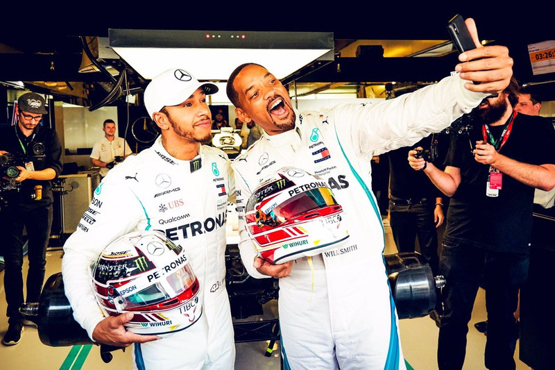 El piloto de Mercedes AMG F1 Lewis Hamilton y el actor Will Smith