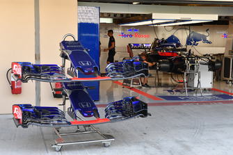 Scuderia Toro Rosso STR13 nose and front wings