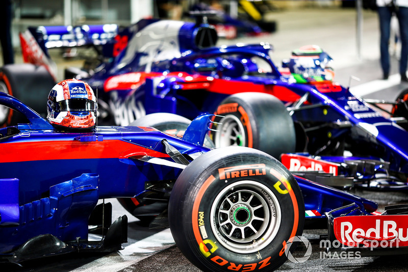 Cars on Pierre Gasly, Scuderia Toro Rosso STR13 and Brendon Hartley, Toro Rosso STR13