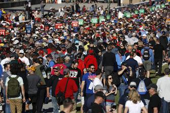 Fans, grid walk