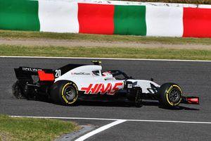 Kevin Magnussen, Haas F1 Team VF-18, victime d'une crevaison