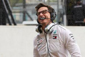 Toto Wolff, directeur exécutif Mercedes AMG F1, fête la pole position de Lewis Hamilton, Mercedes AMG F1