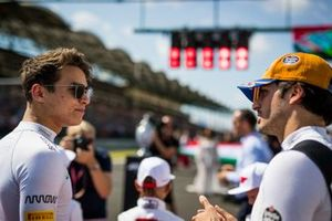 Lando Norris, McLaren, e Carlos Sainz Jr., McLaren