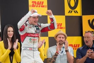 Podium: Le vainqueur Nico Müller, Audi Sport Team Abt Sportsline