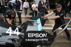 Lewis Hamilton, Mercedes AMG F1 W10, dettaglio dell'ala posteriore