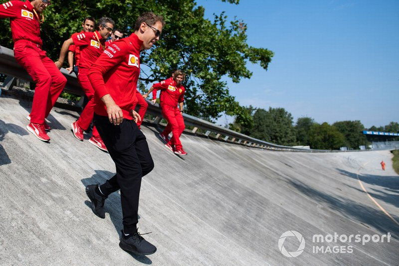 Sebastian Vettel, Ferrari acende dal guardrail di Monza