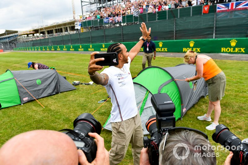Lewis Hamilton, Mercedes AMG F1 takes a selfie with a grandstand full of fans