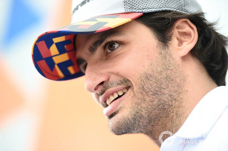 Como estará en McLaren Carlos Sainz. El español llegó este año y está dando al equipo lo que esperaban de él, con buenos y consistentes resultados y avanzando junto a la escudería. Hay futuro juntos.