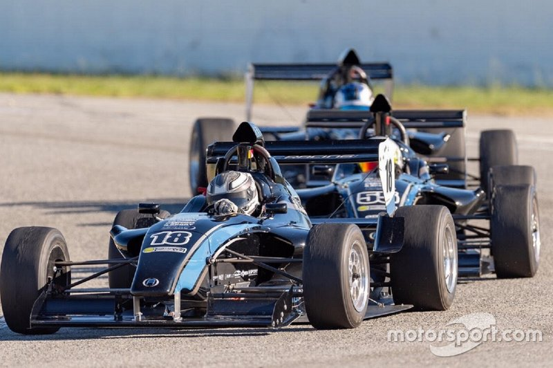 F1600 cars in action