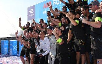 Sébastien Buemi, Nissan e.Dams fête la victoire avec son équipe