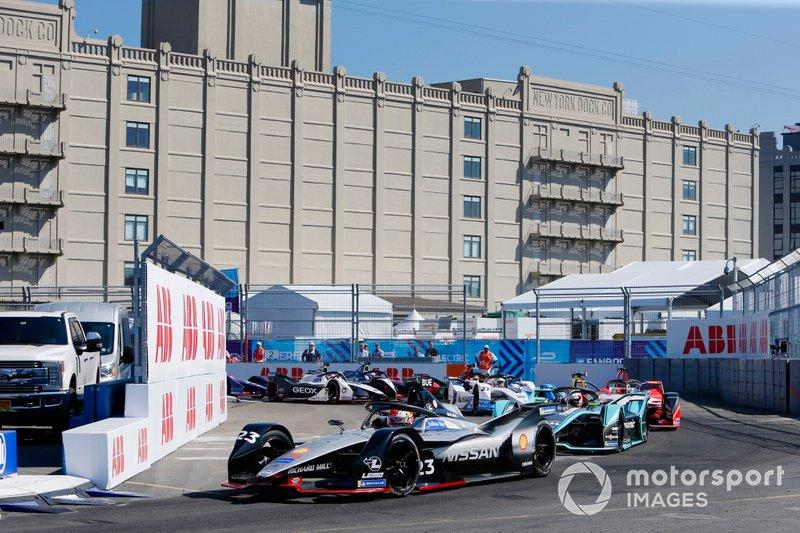 Sébastien Buemi, Nissan e.Dams, Nissan IMO1, Alex Lynn, Panasonic Jaguar Racing, Jaguar I-Type 3, alla partenza della gara