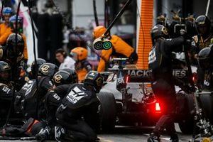 Kevin Magnussen, Haas F1 Team VF-19, makes a stop