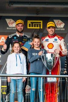 Podium: race winner Scott McLaughlin, DJR Team Penske Ford, second place Shane van Gisbergen, Triple Eight Race Engineering Holden, Sienna Richards, Olivier Richards