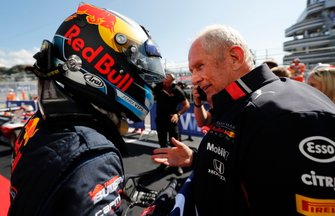 Race winner Juri Vips, Hitech Grand Prix with Helmut Marko, Consultant, Red Bull Racing in Parc Ferme