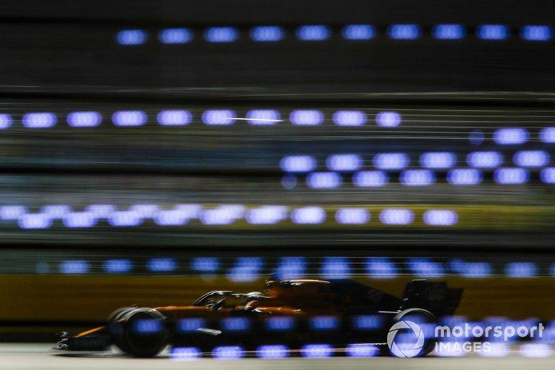 7: Carlos Sainz Jr., McLaren MCL34, 1'37.818