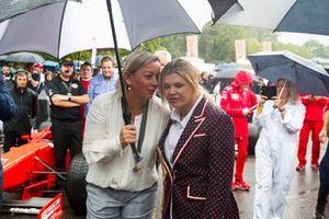 Sabine Khem e Corinna Schumacher prima della celebrazione per Michael Schumacher