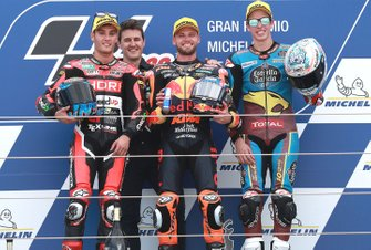Podium: race winnaar Brad Binder, KTM Ajo, tweede Jorge Navarro, Speed Up Racing, derde Alex Marquez, Marc VDS Racing