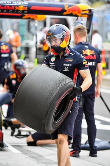 A Red Bull mechanic with a worn tyre