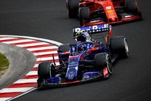 Alexander Albon, Toro Rosso STR14, leads Sebastian Vettel, Ferrari SF90