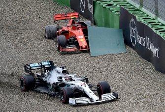 Lewis Hamilton, Mercedes AMG F1 W10, nella ghiaia