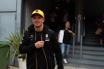 Nico Hulkenberg, Renault F1 Team and Kevin Magnussen, Haas F1