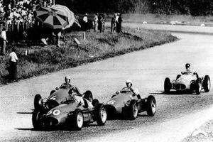 Juan Manuel Fangio (#50) leidt de Italiaanse GP van 1953, voor Giuseppe Farina (#6) en Alberto Ascari (#4)