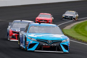 Martin Truex Jr., Joe Gibbs Racing, Toyota Camry AOI, William Byron, Hendrick Motorsports, Chevrolet Camaro Liberty University
