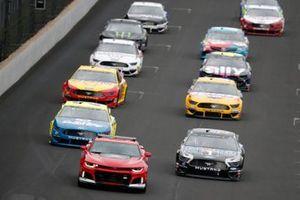 Pace-Laps: Kevin Harvick, Stewart-Haas Racing, Ford Mustang Mobil 1, Paul Menard, Wood Brothers Racing, Ford Mustang Menards / Dutch Boy